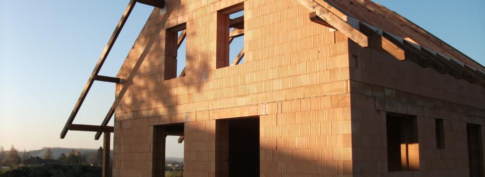Kompletní stavební činnosti / Výstavba rodinných domů / Strojní sádrové omítky / Obklady a dlažby / Lité podlahy